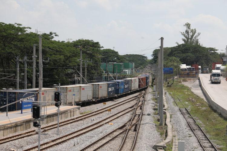 マレー鉄道パダンブサール駅国境風景