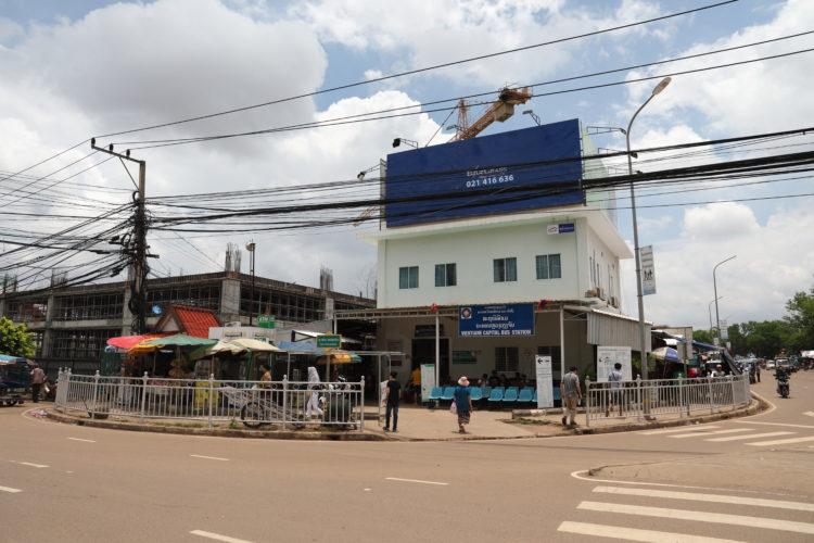ラオスのヴィエンチャン・タラートサオバスターミナル