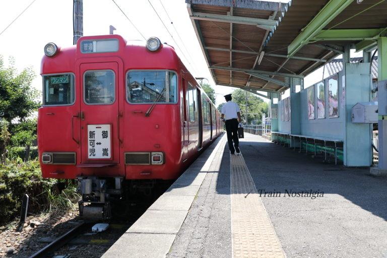 名鉄広見線御嵩駅ホームと列車