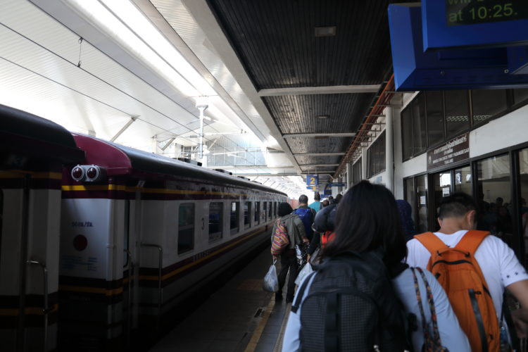 マレー鉄道パダンブサール駅パスポート審査