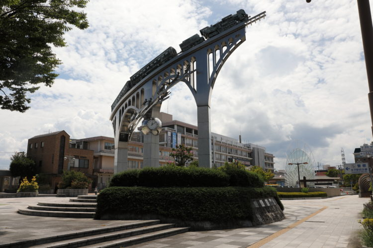 米子駅だんだん広場空へ向かう汽車