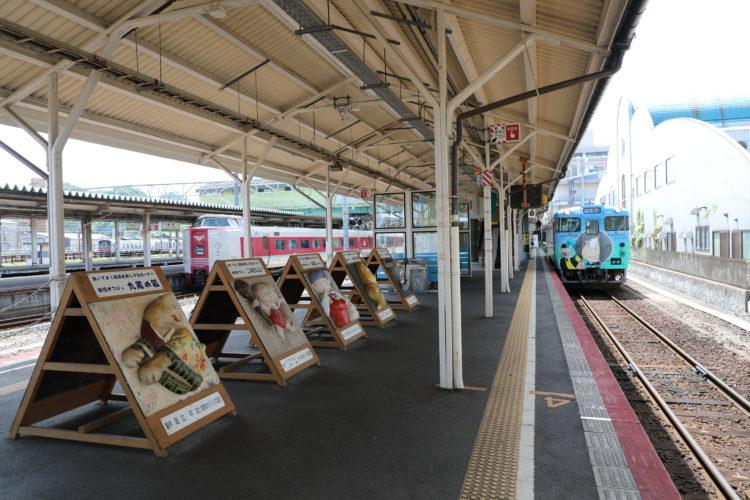 米子駅0番ホーム鬼太郎列車と特急やくも