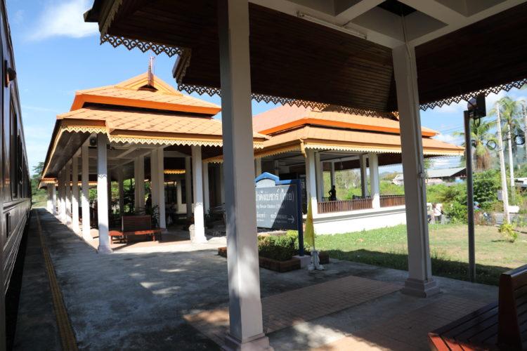 タイ国鉄パダン・ブサール駅ホーム