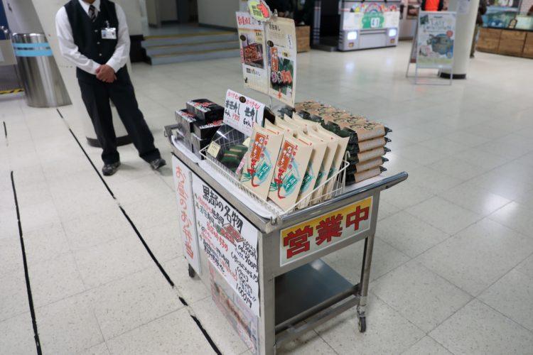 関電トロリーバス扇沢駅駅弁売り