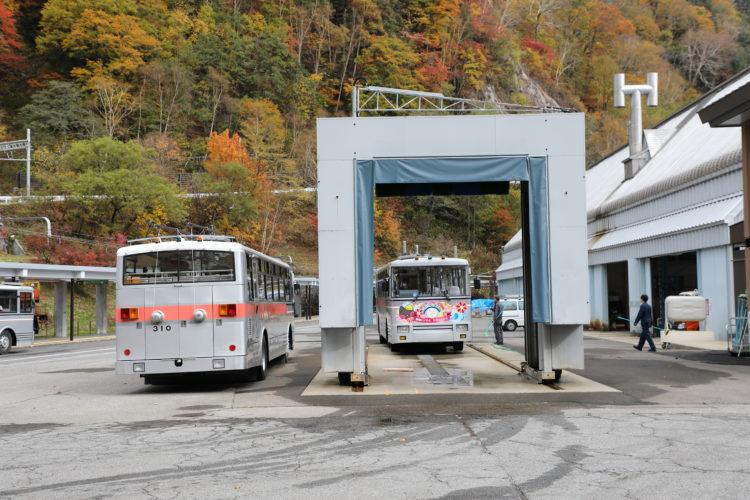 関電トロリーバス洗車風景