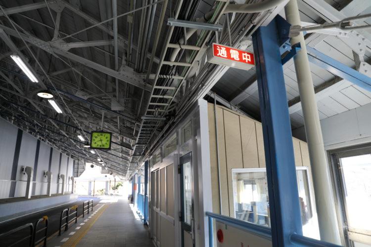 関電トロリーバス扇沢駅通電中表示