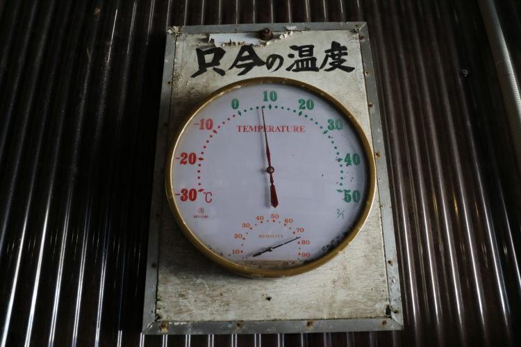 関電トロリーバス黒部ダム駅トンネルの温度計