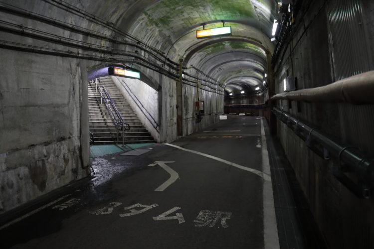 関電トロリーバス黒部ダム駅入口階段