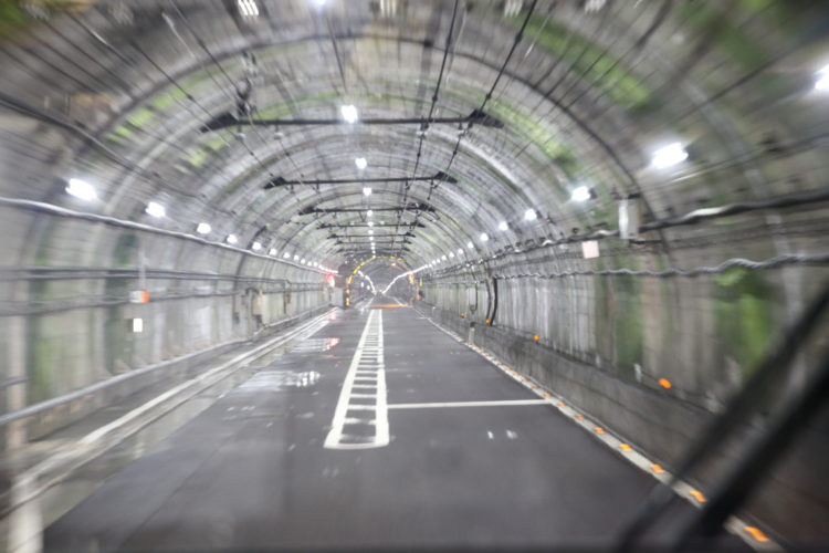 関電トンネル信号所全景