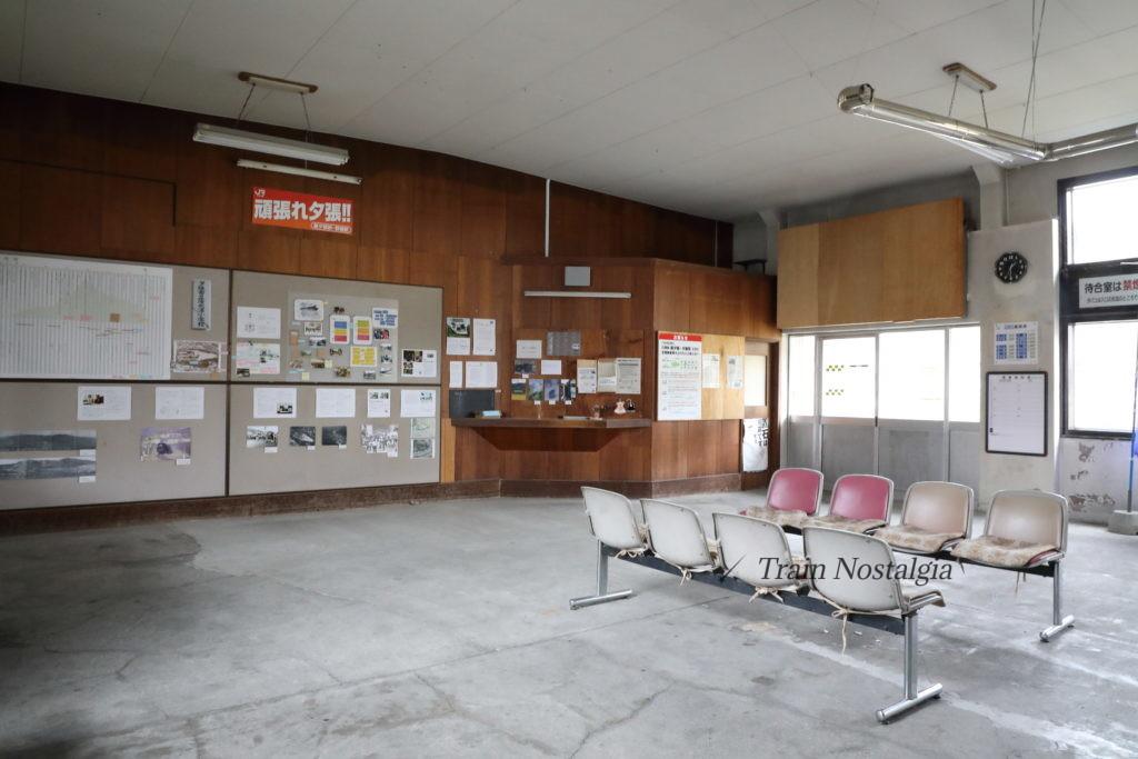 石勝線夕張支線清水沢駅駅舎内待合室