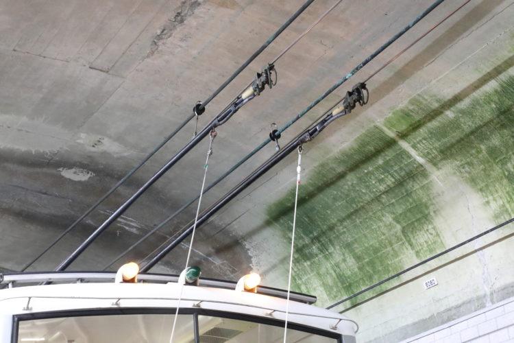 関電トンネルトロリーバス集電装置拡大