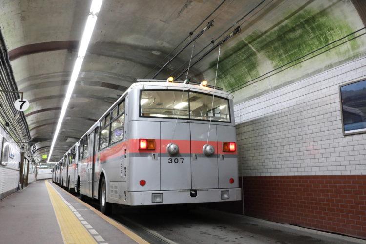関電トンネルトロリーバス集電装置