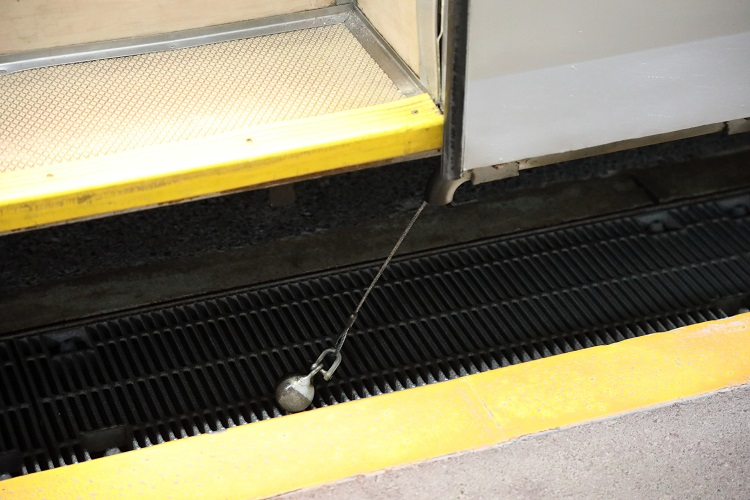 関電トンネルトロリーバス接地装置