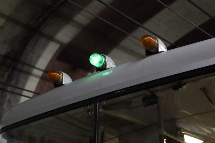 関電トンネルトロリーバス3連ランプ
