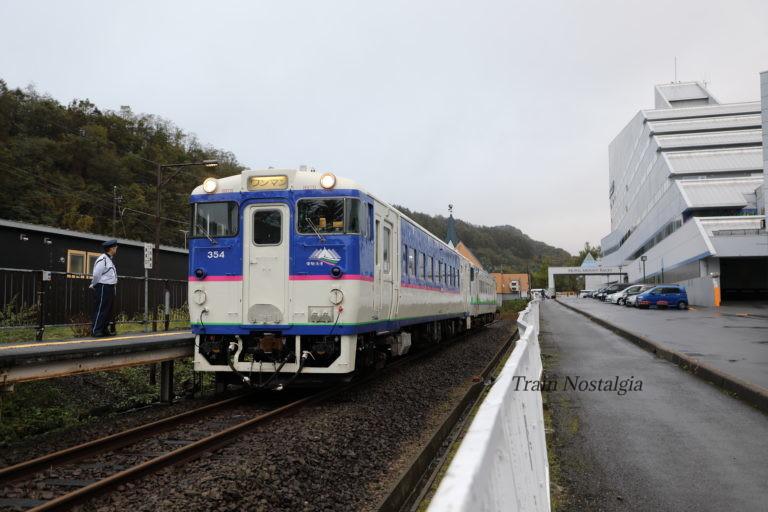 夕張線夕張駅と発車を待つ列車