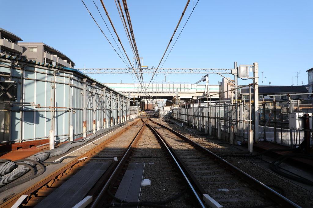 京急大師線産業道路駅踏切方面