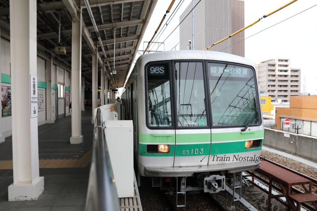 千代田線北綾瀬駅ホームと列車