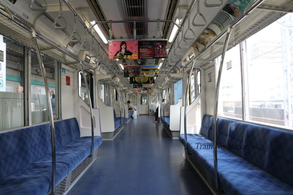 千代田線支線列車車内