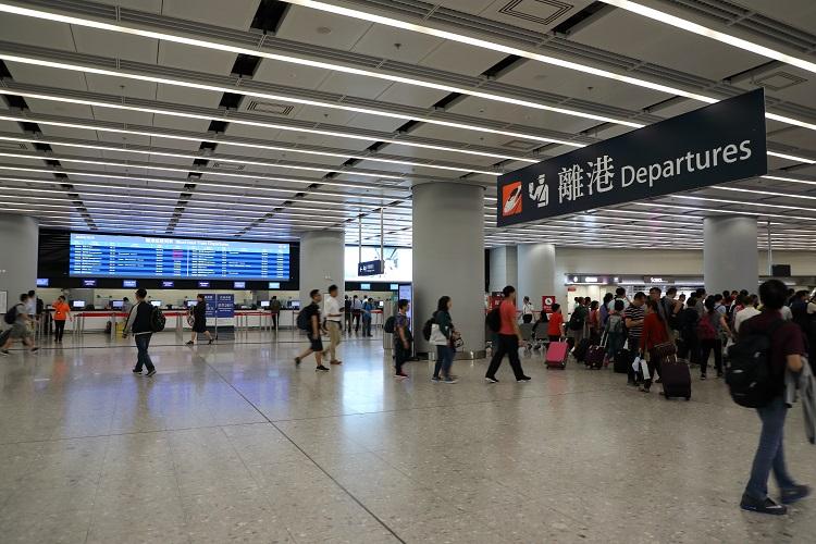 香港西九龍駅出発入口