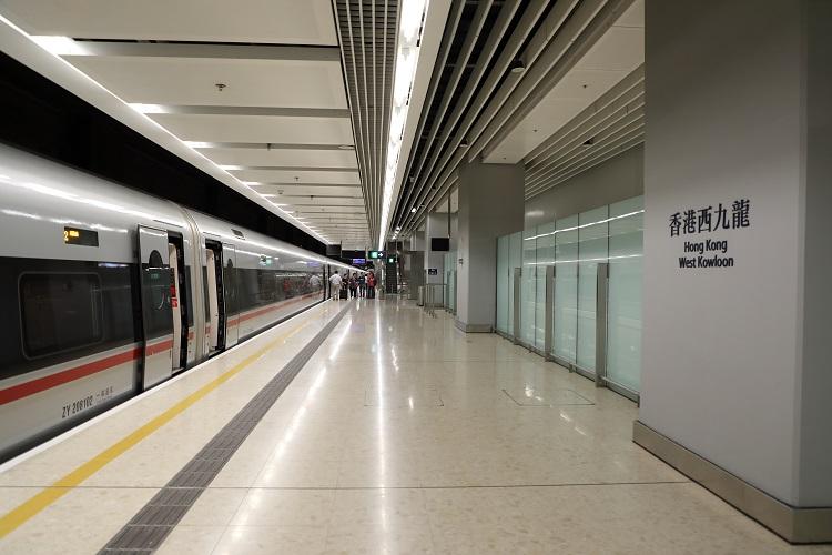 香港西九龍駅ホーム