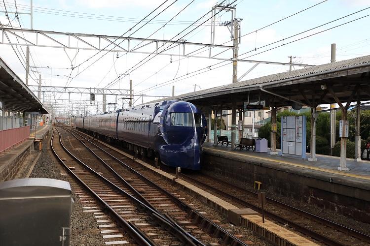 南海本線浜寺公園駅ホームと特急ラピート