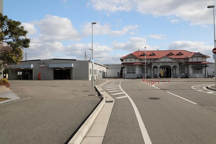 南海本線浜寺公園駅2つの駅舎外観