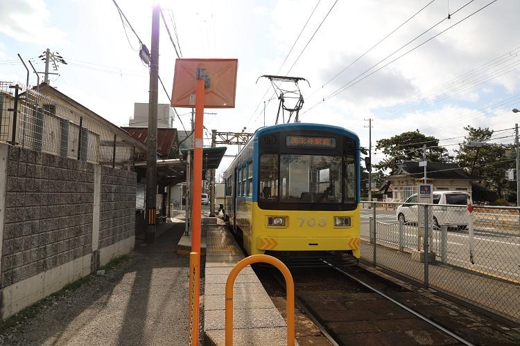 阪堺電気鉄道浜寺駅前駅ホームと列車