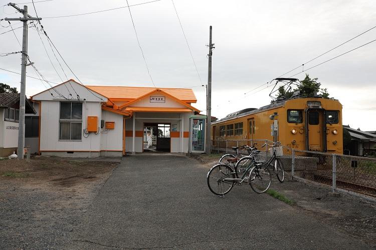 小野田線雀田駅と長門本山行列車