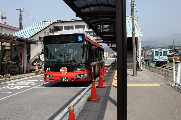 盛駅大船戸線BRTと三陸鉄道の列車