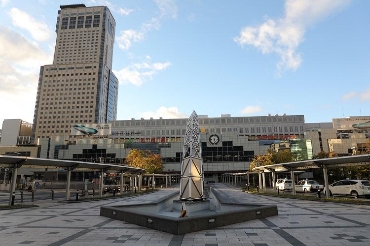 早朝の札幌駅舎
