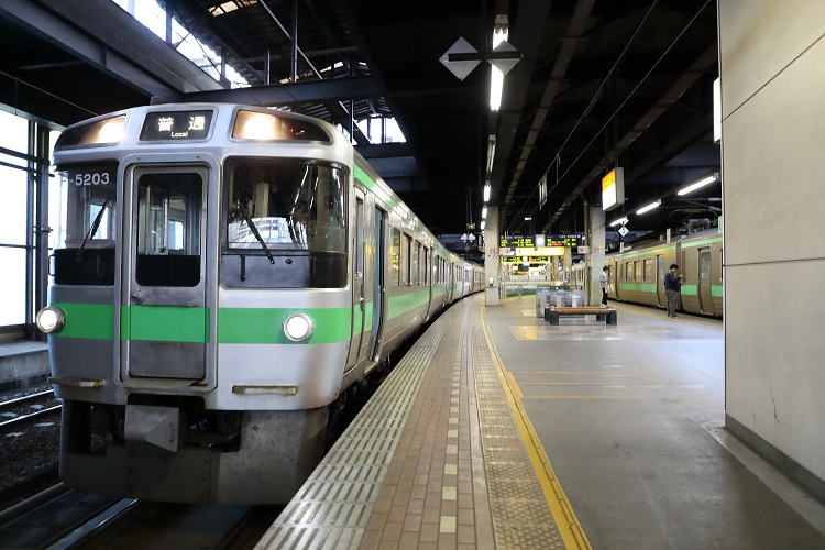 札幌駅学園都市線石狩当別行き電車