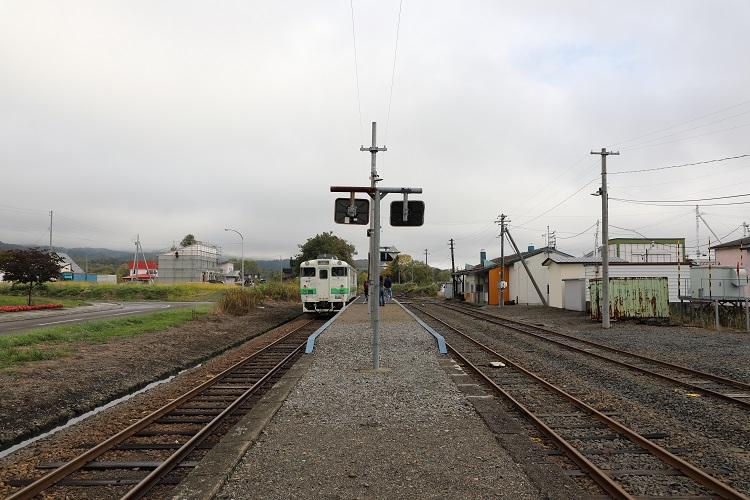 札沼線石狩月形駅発車待ち列車