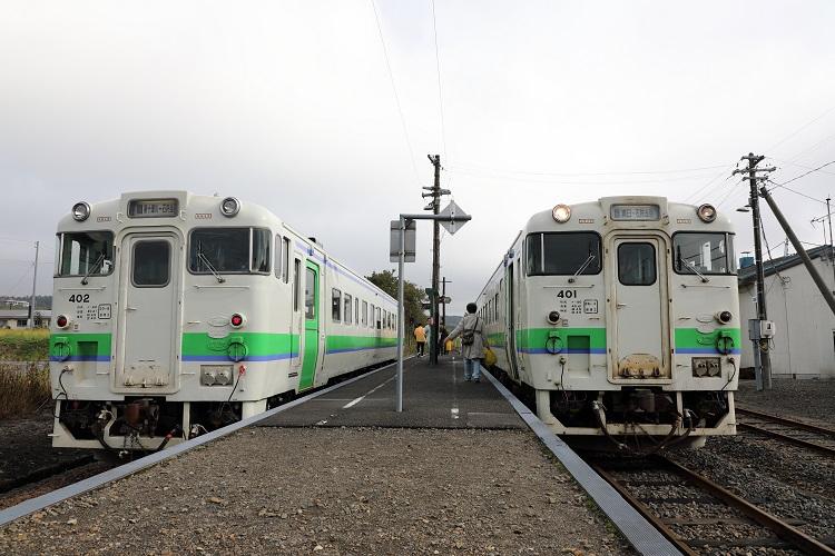 札沼線石狩月形駅ホームと車両