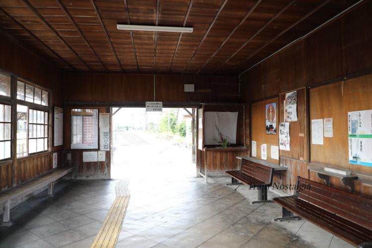 東海道本線美濃赤坂駅駅舎内