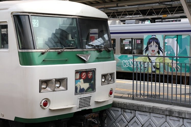 185系特急踊り子とラブライブ!ラッピング列車