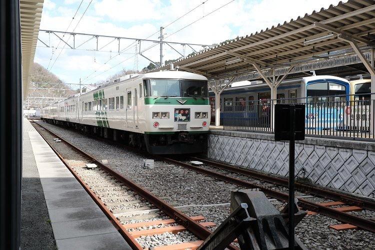 修善寺駅ホームと185系特急踊り子