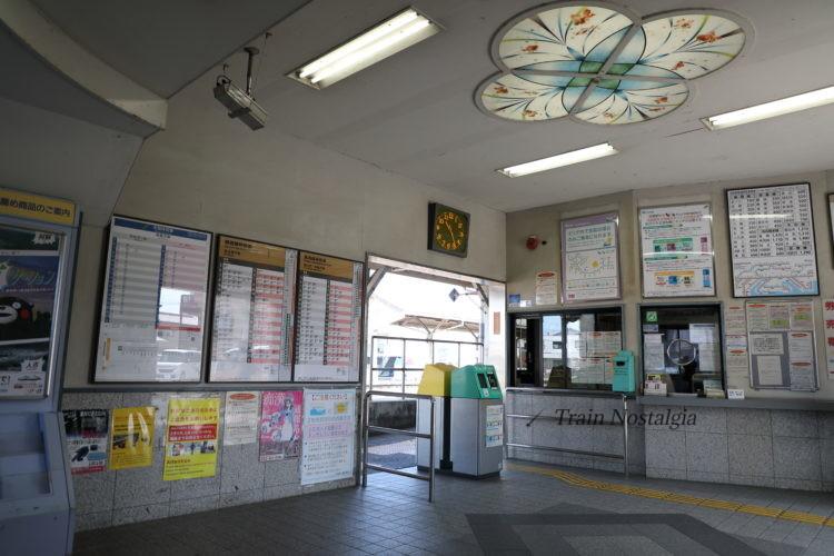 関西本線弥富駅駅舎内