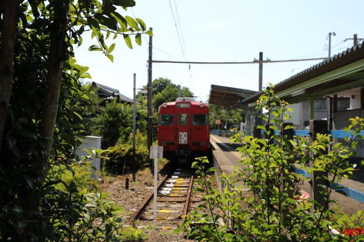 名鉄広見線御嵩駅ホームと列車と車止め